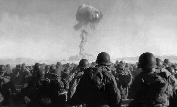 1951. gads: Pirmais kodolizmēģinājums, Latvijā sāk celt tipveida skolas