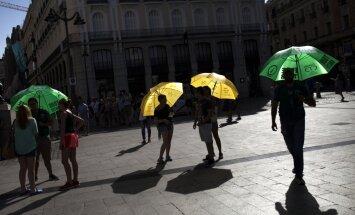 Lielu daļu Eiropas moka neierasta svelme
