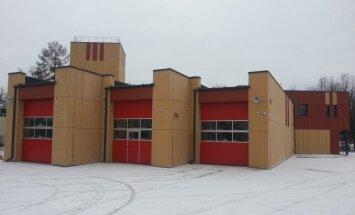 Foto: Pabeigts jaunais ugunsdzēsēju postenis Apē