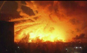 Ukrainā eksplodē milzīga munīcijas noliktava; ugunsgrēku izraisījis drons