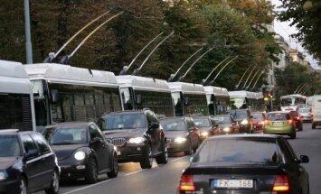 Daudzviet Pierīgā izveidojušies ievērojami sastrēgumi