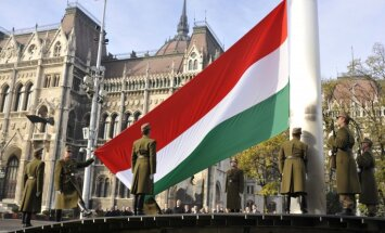 Eiropas valstis bažījas par Ungārijas slīdēšanu Krievijas virzienā