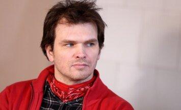 Notiesātais mūziķis Ansis Ataols Bērziņš ieraksta dziesmu 'Ne dzīvs, ne miris'