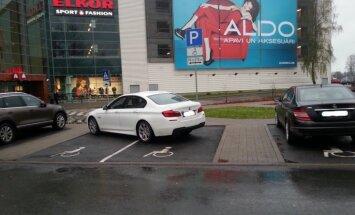 Pamanīji parkošanās 'meistarstiķi'? Ziņo 'Delfi aculieciniekam'