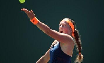 Ostapenko Štutgartes WTA turnīrā divos taibreikos zaudē amerikānietei Vandevejai