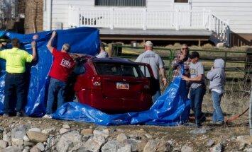 ASV 14 stundas pēc autoavārijas upē atrod dzīvu bērnu
