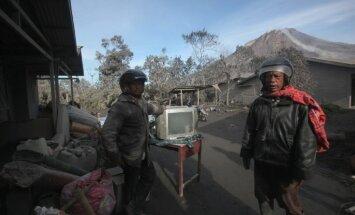 Indonēzijā 'pamodies' Sinabungas vulkāns; bojā gājuši septiņi cilvēki