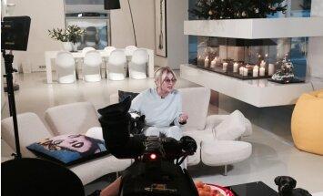 ФОТО: Лайма Вайкуле украсила свою юрмальскую виллу к Рождеству