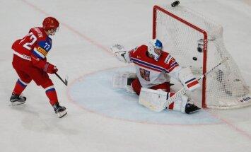 Krievija ar 'sauso' uzvaru kārtējo reizi iekļūst pasaules čempionāta pusfinālā