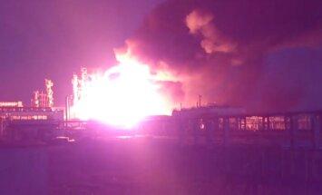 Video: Sibīrijā uzsprāgusi naftas un gāzes pārstrādes rūpnīca
