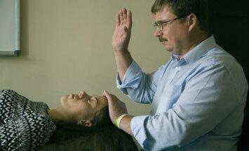 Kā darbojas garīgā taisnošana? 'Orākuls' pārbauda uz savas ādas