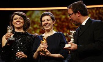 Berlināles 'Zelta lāci' saņem rumāņu dokumentālā drāma 'Touch Me Not'