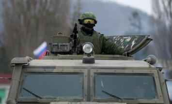 Liecības par Krievijas karavīriem un tehniku Krimā ir 'provokācija', paziņo Šoigu