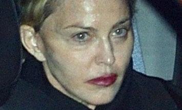 Madonna pieķerta ļoti nelāgā izskatā