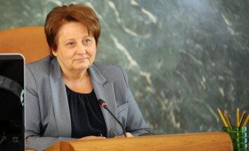 Straujuma vēlas darboties Saeimas komisijās, kas strādā ar ekonomikas jautājumiem