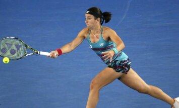 Sevastovai Dubaijas WTA turnīra pusfinālā neizdodas pieveikt Vozņacki