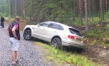 Kā četri latvieši ar 'Bentley Bentayga' uz ralliju Somijā brauca