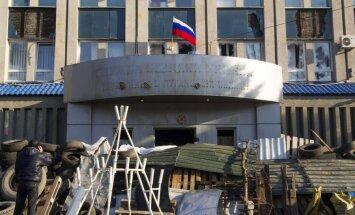 Luhanskā separātisti veido blokposteņus un cenšas ieņemt kara komisariāta ēku