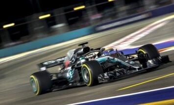 Soli tuvāk piektajam titulam: Hamiltons gūst uzvaru F-1 Singapūras 'Grand Prix' izcīņā