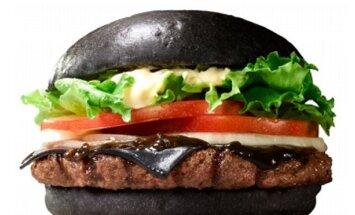 Melns burgeris: Japānas ātrās apkalpošanas restorānu jaunā sensācija