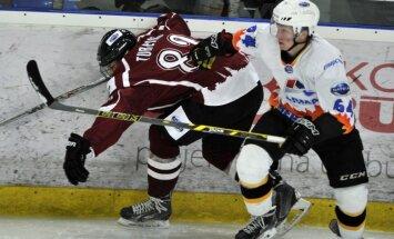 Foto: 'Rīgas' hokejisti 'bullīšos' pārtrauc sešu zaudējumu sēriju