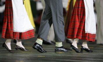 Эксперты: латвийцы лучше танцуют и поют, чем организуются для защиты своих интересов