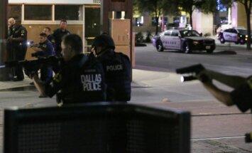 Policija: Dalasas šāvējs par mērķiem izvēlējies baltos policistus