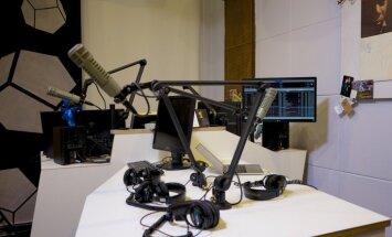 Saeimas komisija spriedīs par rupjībām 'Latvijas Radio 5' ēterā