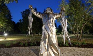 ФОТО. В Энгуре создали парк скульптур, посвященный… угрю!