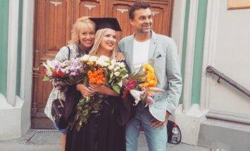 Olgas Rajeckas meita dalās ar sirsnīgu ģimenes foto