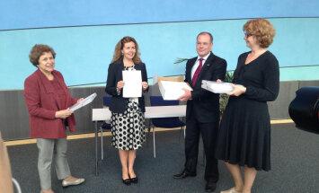 Mamikins un Ždanoka iesnieguši EP lūgumrakstu par atbalsta paušanu Latvijas un Igaunijas nepilsoņiem