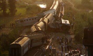 Pēc traģiskās vilcienu sadursmes Ēģiptē atkāpies dzelzceļa vadītājs