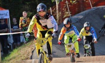 Latvijas BMX jaunie sportisti ar panākumiem noslēdz Eiropas kausa sezonu