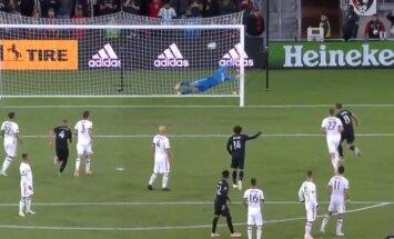 Video: Rūnijs izceļas ar tālu brīvsitienu MLS spēlē