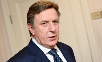 Кучинскис: коалиция неформально договорилась ограничить вознаграждение ликвидаторов банков