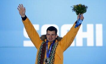 Foto: Martins Dukurs saņem savu otro olimpisko sudraba medaļu