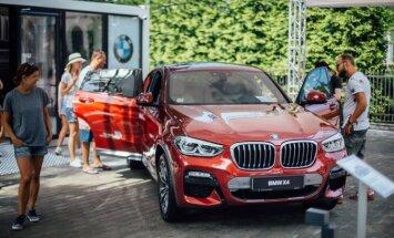 Foto: Jūrmalā prezentēts jaunais 'BMW X4' apvidnieks