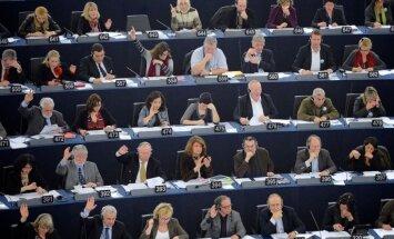 Skubina ES glābt Ukrainu no bankrota, tomēr piemērot sankcijas