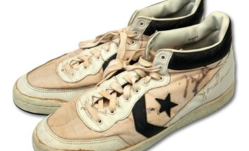 Maikla Džordana olimpiskās 'zelta' kedas pārdotas par rekordlielu summu