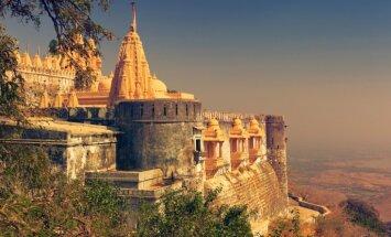 Palitanas tempļi Indijā – sirreāla svētvieta kalna virsotnē