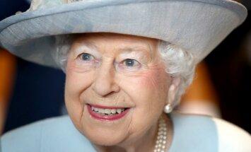 Elizabete II devusi oficiālu piekrišanu prinča Harija laulībām