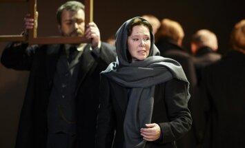 Latvijā varēs noskatīties 'Zelta masku' ieguvušo izrādi 'Krievu romāns'