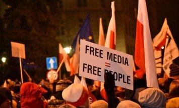 Polijas opozīcija bloķē Seima darbu, protestējot pret jauniem mediju noteikumiem