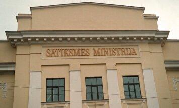 Līdz Latvijas simtgadei plāno atjaunot valsts ģerboni uz SM ēkas