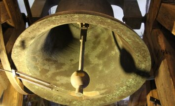 Daļu talsenieku nokaitinājusi atjaunotā luterāņu baznīcas pulksteņa zvanīšana