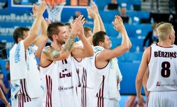Latvijas basketbolisti ar tālmetieniem 'iznīcina' Ukrainu