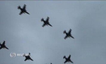 Video: Krievijas lidotāji netālu no Ukrainas robežas gatavojas 9. maija parādei