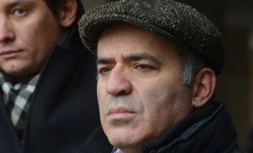 Kasparovs prasa Latvijas pilsonību: Saeimas frakcijas neredz tam pamatu