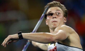 Video: Olimpiskais čempions Rēlers sasniedz otro visu laiku tālāko rezultātu šķēpmešanā