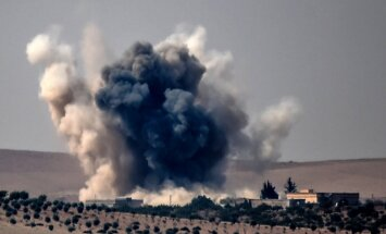 Krievija un Turcija vienojušās koordinēt gaisa uzlidojumus Sīrijā